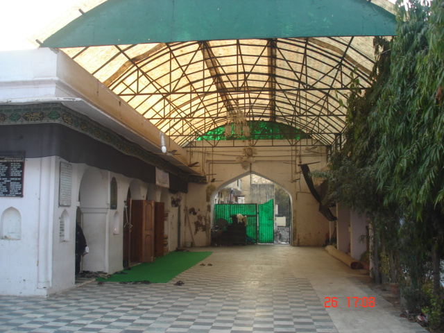 an old picture od shed outside imam bara.jpg