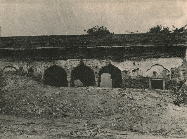 naqqar khana in dilapidated condition.jpg