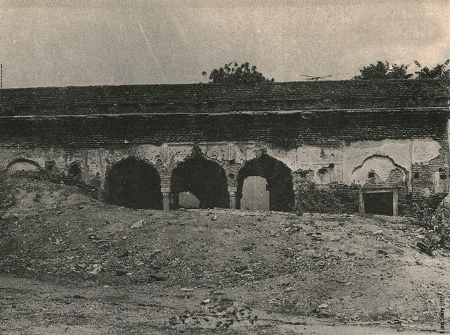 a picture showing naqqar khana in dilapidated condition in 1970sjpg