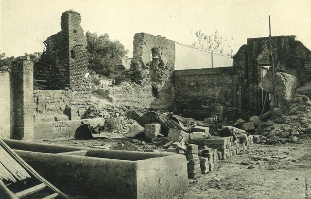 courtyard of zeenat ki masjid adjacent to naqqar khana before emergency. .jpg