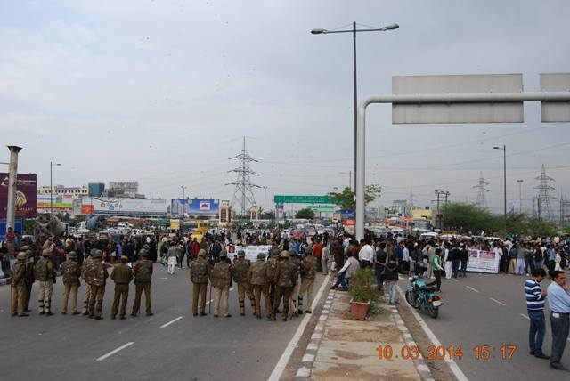 protest on national highway no 24 2.jpg